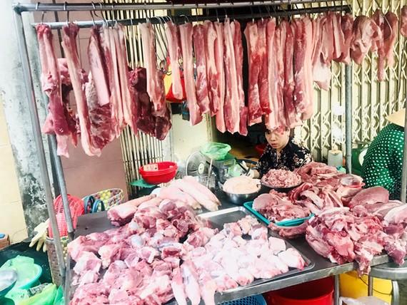 Giá thịt heo bán trong siêu thị không thay đổi, giữ nguyên mức giá cũ.
