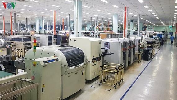 Nhiều doanh nghiệp gặp khó khăn khi phải buộc dừng sản xuất do dịch Covid-19.