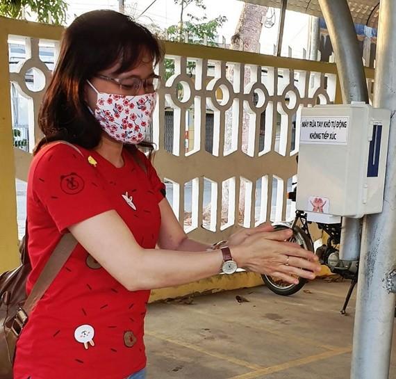 Học sinh ở Trà Vinh chế tạo thành công máy rửa tay không tự động, không tiếp xúc