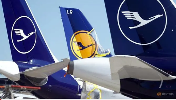 Máy bay của hãng hàng không Lufthansa  Đức đang đậu tại sân bay Frankfurt khi đại dịch lan rộng Ảnh Reuters