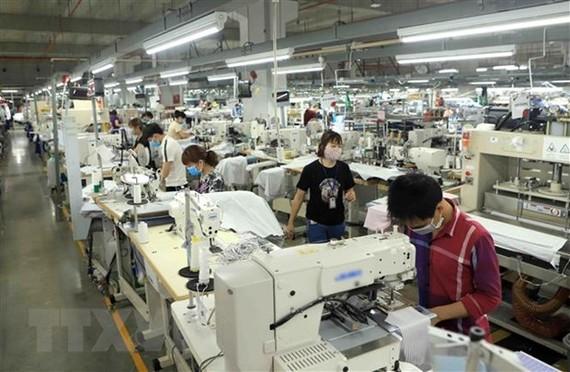 Dây chuyền sản xuất hàng may mặc Việt Nam tại khu công nghiệp Bá Thiện 2, huyện Bình Xuyên, tỉnh Vĩnh Phúc. (Ảnh: Hoàng Hùng/TTXVN)