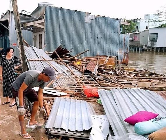 Cà Mau: Mưa, dông lốc làm tốc mái trường học và nhiều nhà dân
