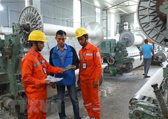 Thủ tướng Chính phủ chỉ thị cả nước tăng cường tiết kiệm điện