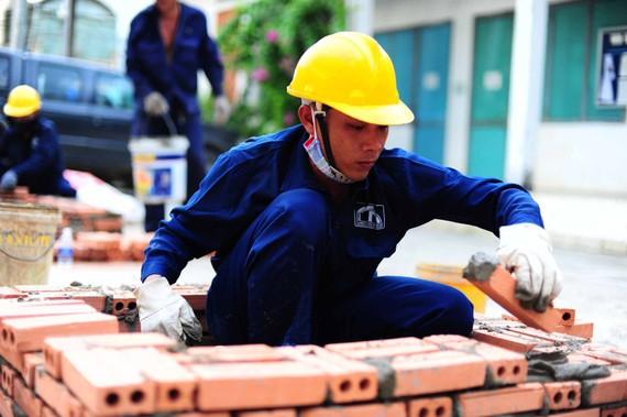 Hỗ trợ người lao động ở các khu công nghiệp, khu chế xuất bị mất việc