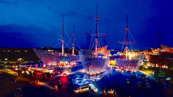 Tại quần thể khu du lịch VinWonders Nam Hội An được đầu tư hoành tráng để thu hút khách du lịch vào mùa hè.