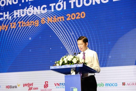 """Phó Chủ tịch UBND TPHCM Trần Vĩnh Tuyến phát biểu tại Hội thảo """"Xã hội không tiền mặt: Triển khai chính sách, hướng tới tương lai""""."""