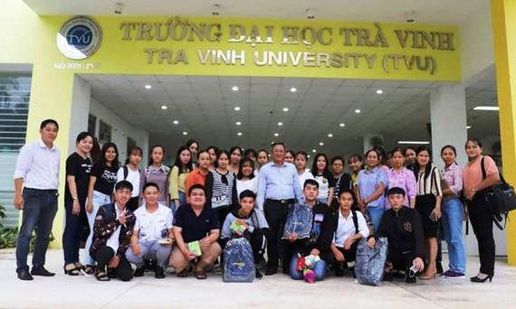 Nhiều học sinh THPT ở các tỉnh ĐBSCL về thăm Trường đại học Trà Vinh