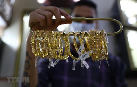 Vàng trang sức được bày bán tại tiệm kim hoàn ở Cairo, Ai Cập. (Ảnh: THX/TTXVN)