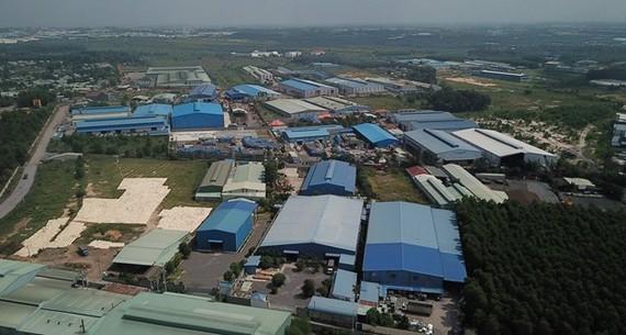 Hàng chục doanh nghiệp xây dựng nhà xưởng trong khu đất quy hoạch cụm công nghiệp Phước Tân chưa được cấp phép. (Ảnh: Sỹ Tuyên/TTXVN)