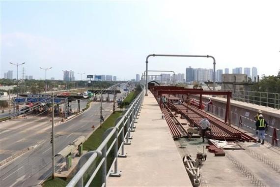 Công trường thi công tuyến metro số 1 Bến Thành-Suối Tiên. (Ảnh: Tiến Lực/TTXVN)