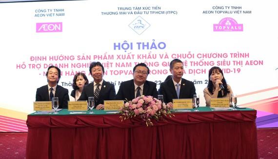 Các diễn giả trả lời thắc mắc của doanh nghiệp tại hội thảo.