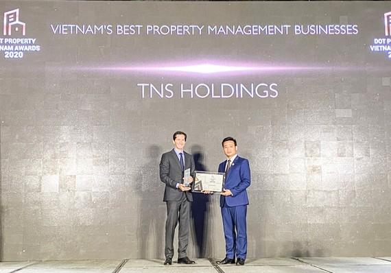 Ông Nguyễn Việt Sơn, Tổng giám đốc TNS Holdings, đại diện lên nhận giải.