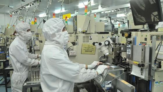 Sản xuất linh kiện bán dẫn tại Công ty TNHH MTEX Việt Nam (100% vốn đầu tư Nhật Bản, tại Khu chế xuất Tân Thuận, TPHCM)  -   Ảnh: CAO THĂNG