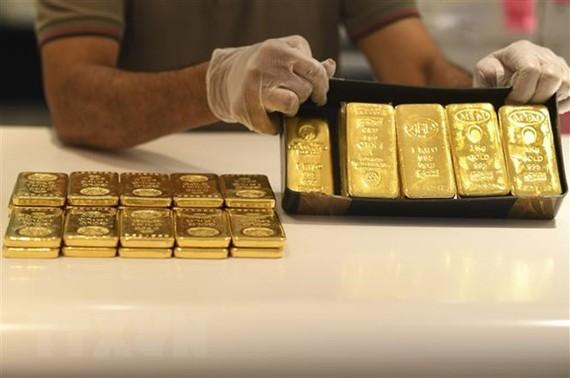 Vàng miếng được bày bán tại một cửa hàng ở Dubai, Các tiểu vương quốc Arab thống nhất (UAE). (Ảnh: AFP/TTXVN)