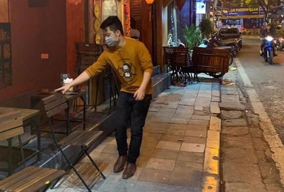 Quận Hoàn Kiếm vận động các quán bar tập trung đông người tại phố cổ đóng cửa