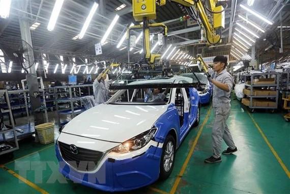 Dây chuyền lắp ráp xe Mazda của Công ty Cổ phần Ôtô Trường Hải trong Khu Kinh tế mở Chu Lai (Quảng Nam). (Ảnh: TTXVN)