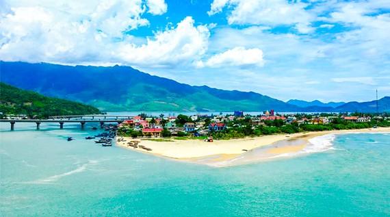 Đà Nẵng được xem là thủ phủ du lịch biển, nhưng Covid-19 tái phát như cú đấm bồi vào ngành du lịch Đà Nẵng nói riêng và Việt Nam nói chung.