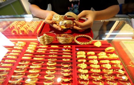 Vàng trang sức được bày bán tại một tiệm kim hoàn ở Yangon, Myanmar. (Ảnh: THX/TTXVN)