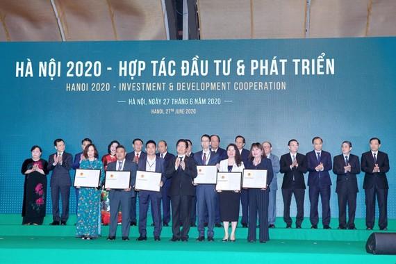 UBND Thành phố Hà Nội trao quyết định chấp thuận đầu tư SOJO Hotel Ga Hanoi