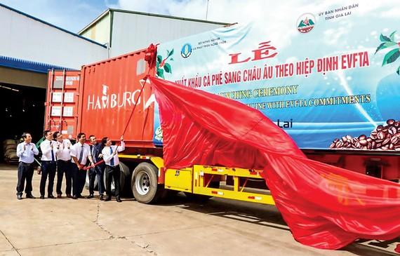 Phát lệnh xuất khẩu lô cà phê đầu tiên của Việt Nam sang châu Âu theo EVFTA.
