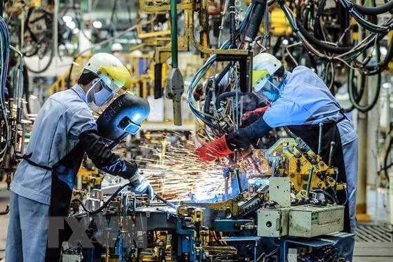 Dây chuyền hàn khung xe tại Công ty ôtô Toyota Việt Nam, vốn đầu tư của Nhật Bản tại Vĩnh Phúc. (Ảnh: Danh Lam/TTXVN)