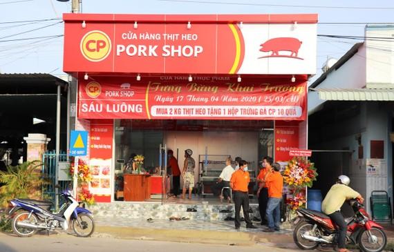 Một cửa hàng bán lẻ bình ổn giá thịt lợn. (Ảnh: Lê Đức Hoảnh/TTXVN)