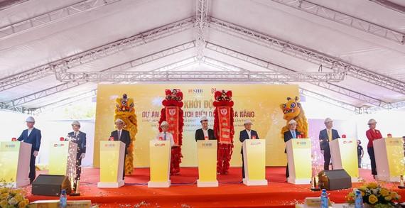Đại diện chủ đầu tư và các đại biểu thực hiện nghi lễ khởi công dự án Khu du lịch biển DAP