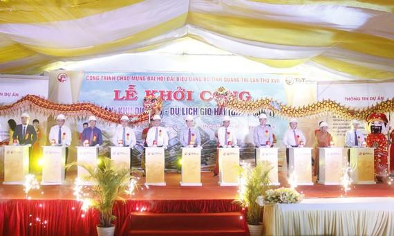 Đại diện chủ đầu tư và các đại biểu thực hiện nghi lễ khởi công dự án Khu dịch vụ - du lịch Gio Hải