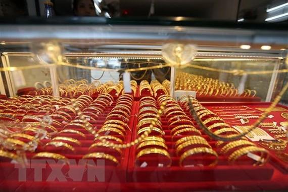 Vàng trang sức được bày bán tại tiệm kim hoàn ở Yangon, Myanmar. (Ảnh: THX/TTXVN)