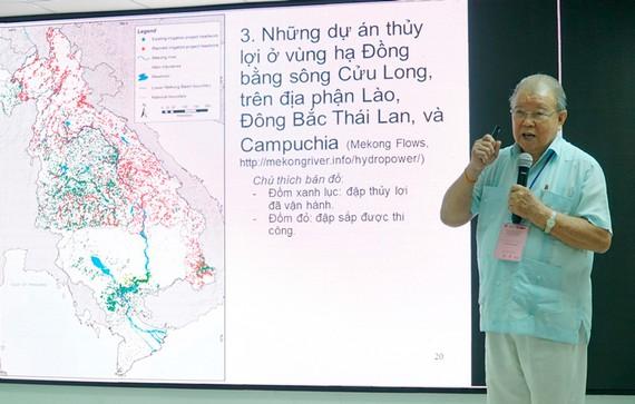 GS.TS Võ Tòng Xuân trình bày tham luận tại hội thảo.