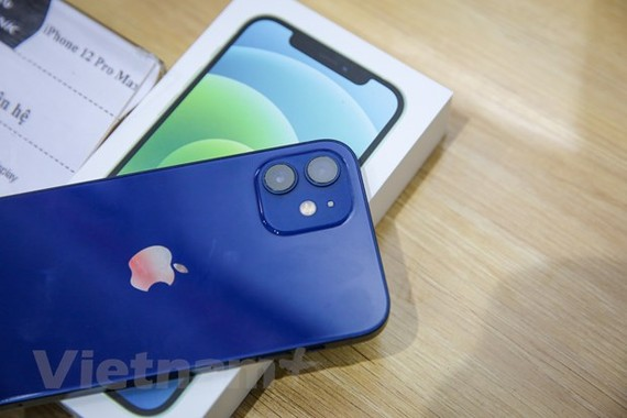 Năm nay mẫu iPhone 12 seri xảy ra tình trạng khan hiếm nguồn hàng xách tay do dịch COVID-19. (Ảnh: Minh Sơn/Vietnam)