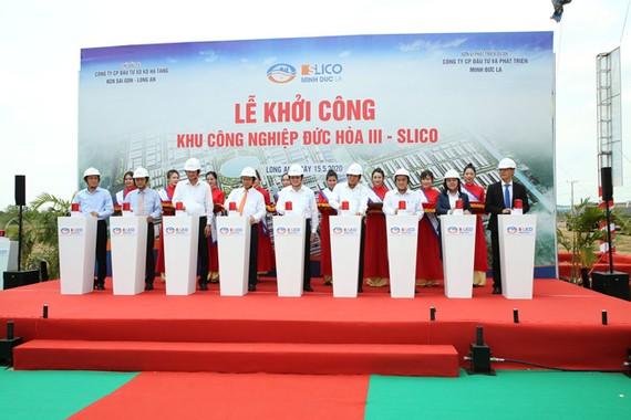 Nguyên Chủ tịch nước Trương Tấn Sang dự lễ khởi công một KCN tại Long An.