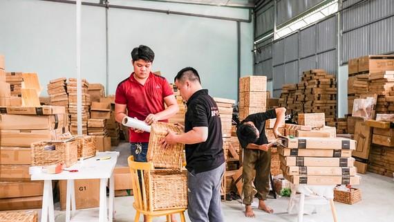 Cơ sở sản xuất nội thất BEYOURS đã bắt nhịp trong việc chuyển đổi hình thức kinh doanh.
