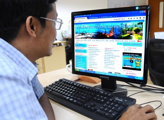 Thương mại điện tử sẽ là một cơ hội lớn cho các DN để tạo ra những vận hội mới trong đổi mới hoạt động kinh doanh. (Ảnh minh họa: KT)