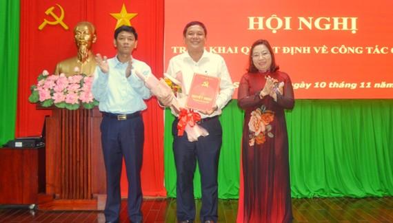 Ông Dương Sà Kha, nhận quyết định giữ chức vụ Trưởng Ban Dân vận Tỉnh ủy, đồng thời là Chủ tịch Ủy ban MTTQ Việt Nam tỉnh Sóc Trăng.