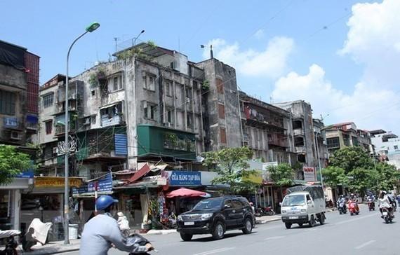 Một khu tập thể cũ nằm trên đường Thanh Nhàn, phường Thanh Nhàn, quận Hai Bà Trưng. (Ảnh: Tuấn Anh/TTXVN)
