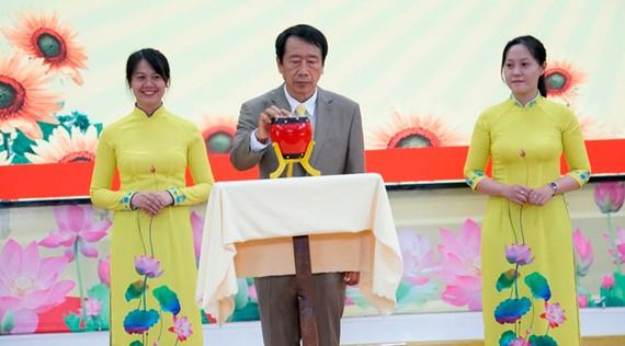 PGS-TS Phạm Tiết Khánh phát hiệu khai giảng năm học mới