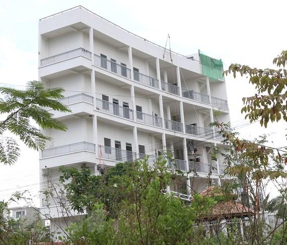 Nhà ở riêng lẻ biến tướng thành chung cư mini tại Phường Phú Hữu, Quận 9. (Ảnh: Trần Xuân Tình/TTXVN)