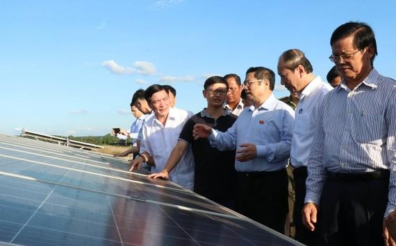 Đoàn công tác thăm Nhà máy điện năng lượng mặt trời cụm Sêrêpôk 1 và Quang Minh.