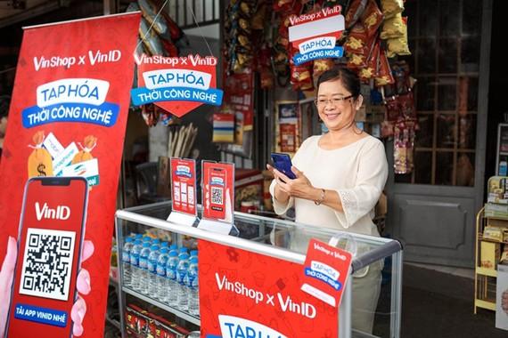 Chương trình ứng vốn của VinShop giúp các chủ tiệm tạp hóa bớt nỗi lo nguồn vốn nhập hàng Tết.