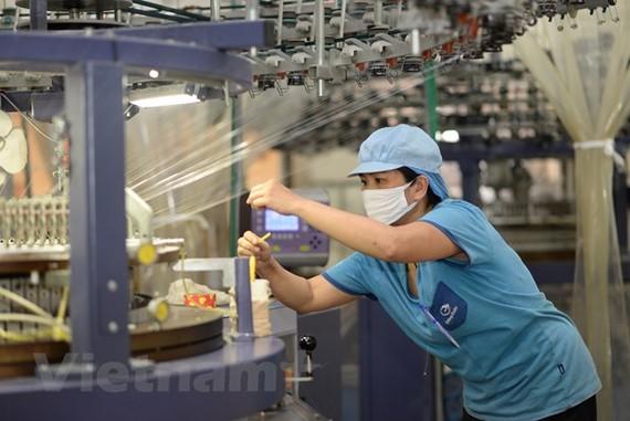 Sau 11 tháng, xuất khẩu nhóm công nghiệp chế biến đem về 216,35 tỷ USD. (Ảnh: Đức Duy/Vietnam+)