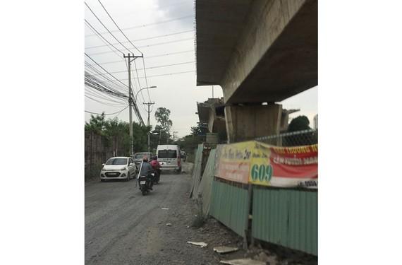 Công trình cầu Nam Lý ngổn ngang, gây khó cho người và phương tiện lưu thông