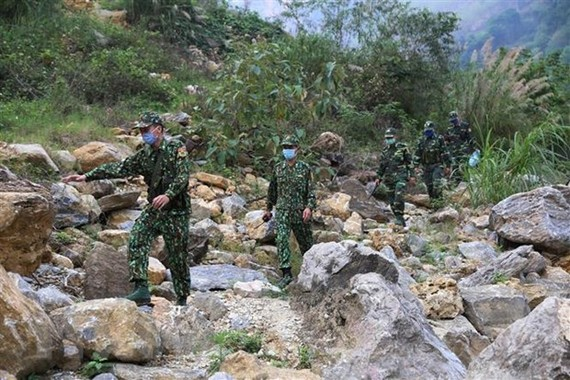 Cán bộ, chiến sỹ Đồn Biên phòng Si Ma Cai tuần tra kiểm soát khu vực biên giới. (Ảnh: Dương Giang/TTXVN)