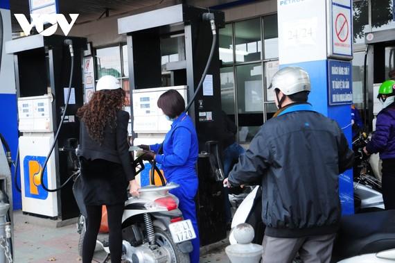 Giá xăng dầu trong nước liên tục tăng trong những kỳ điều hành gần đây.