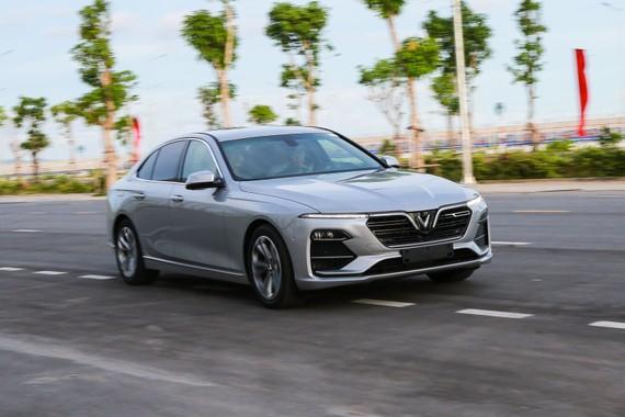 VinFast Lux liên tục xô đổ kỷ lục doanh số bán xe cao cấp