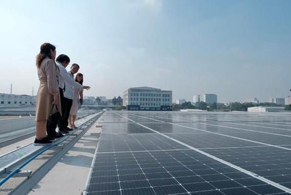 Những tấm pin trên công trình điện mặt trời mái nhà SCSC - CMES công suất 1,1 MWp. (Nguồn: giaoduc.net.vn)