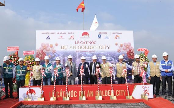 Cất nóc dự án Golden City