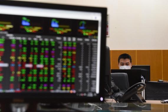 NĐT hoảng loạn, VN Index giảm mạnh nhất trong lịch sử giao dịch