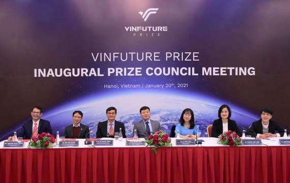 Các thành viên của Hội đồng Giải thưởng, Hội đồng Sơ khảo tại đầu cầu Việt nam trong phiên họp toàn thể thống nhất bộ tiêu chí đề cử