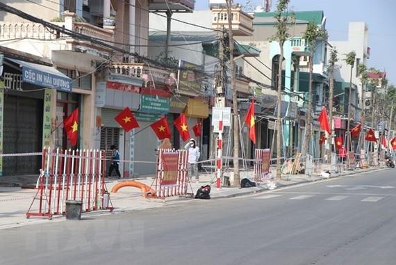 Dãy phố gồm 29 hộ dân ở khu 2 phường Thạch Khôi, Thành phố Hải Dương trong diện thực hiện cách ly y tế để phòng chống dịch COVID-19. (Ảnh: Mạnh Minh/TTXVN)